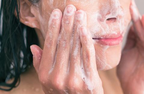 conseils de dermatologue pour la meilleure façon de laver votre visage