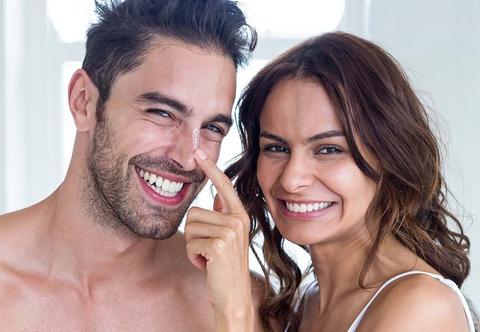 le dermatologue explique le meilleur nettoyage du visage et les soins complets de la peau