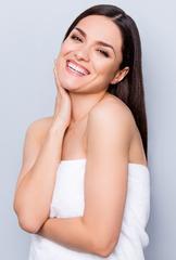 Conseils de soins de la peau printaniers du dermatologue pour une peau douce et éclatante